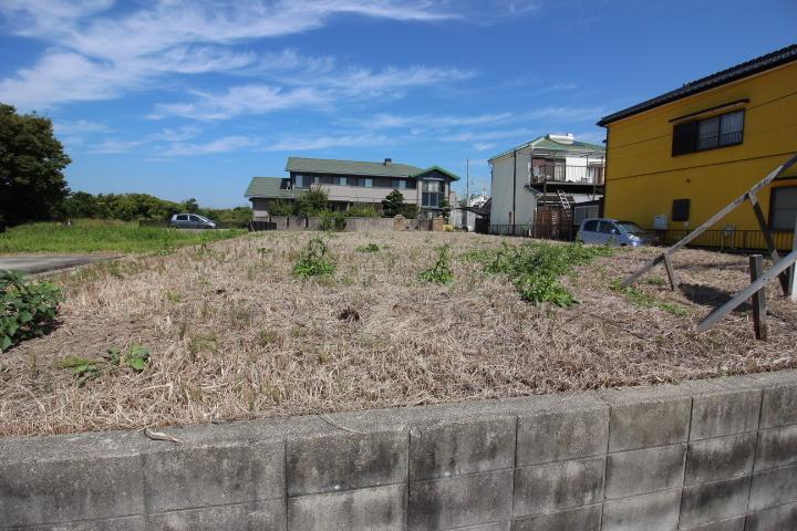 鬼崎小学校まで徒歩14分(約1100m) 鬼崎中学校まで徒歩3分(約200m) 通学に便利な立地。
