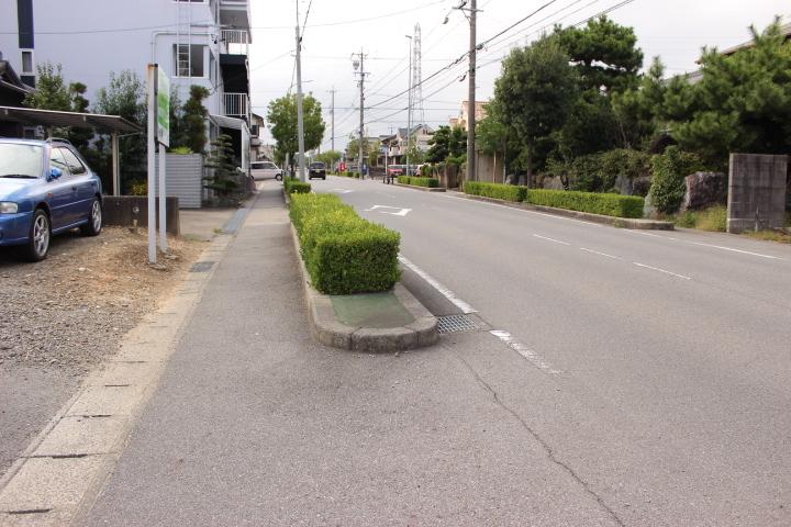 前面道路約12mの見晴らしの良い一本道