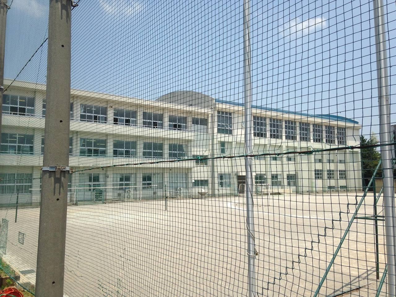 赤坂小学校まで徒歩8分 約600m