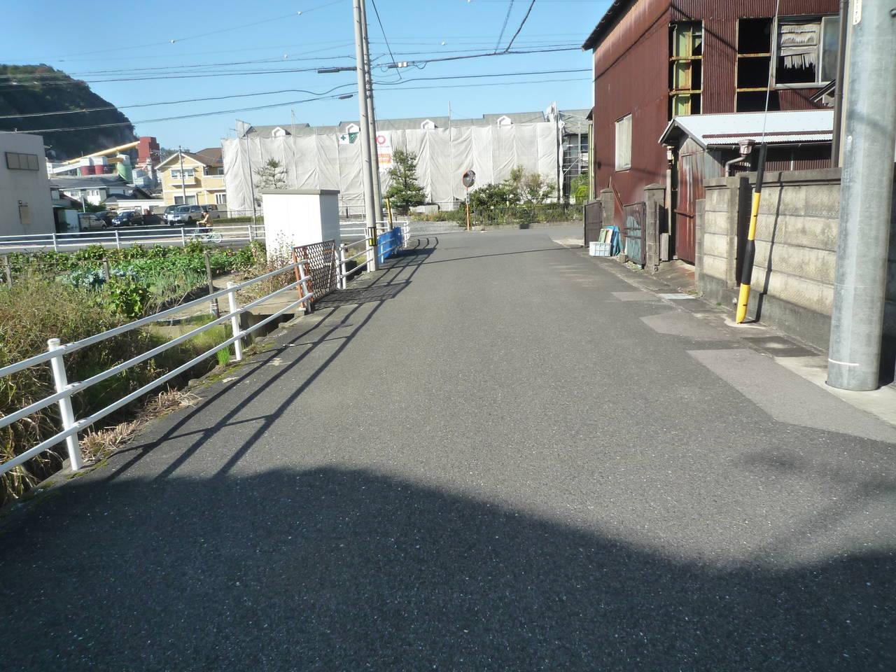 物件東側前面道路 南から北方向に撮影
