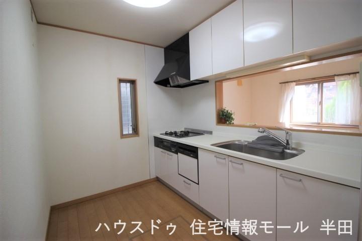 食洗器のついたシステムキッチン 大きなシンクも使い勝手が良さそうです 主婦の味方のキッチンです