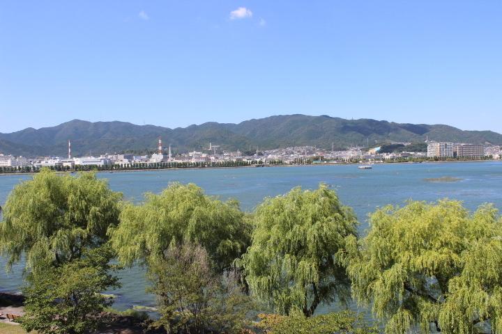 季節に応じた湖畔の風景をお楽しみください!
