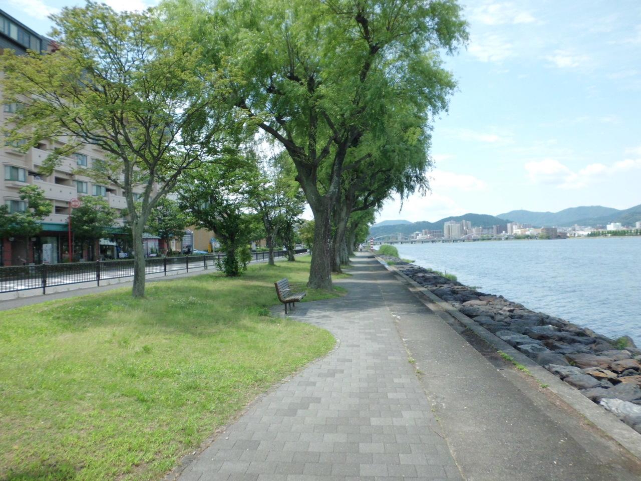 物件前の瀬田湖畔です! お散歩コースにおススメです!