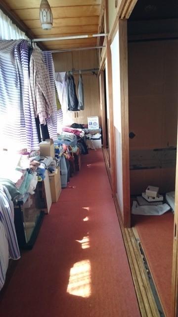 南側の廊下。雨の日のお洗濯物を干すスペースに。