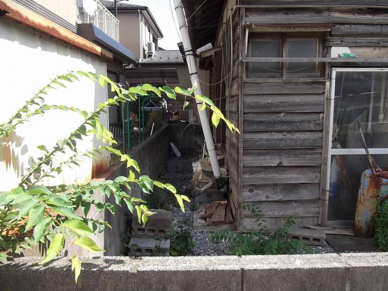 西から撮影 (古家の裏側(北側))