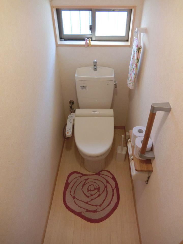 2か所のトイレは朝の混雑緩和に活躍します。 ウォシュレット完備です。
