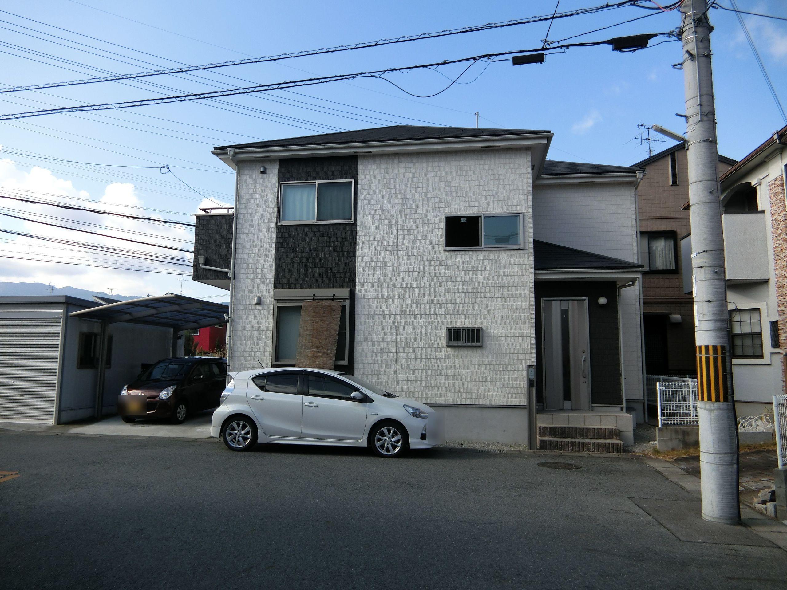 【外観写真】 平成23年完成の築浅物件です。 周辺は分譲地として整備されております。月々4万円台のお支払いで購入できます。