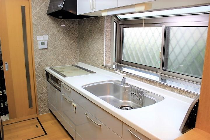 独立型のキッチンはお料理が好きな方におススメです 使い勝手の良いシステムキッチンです