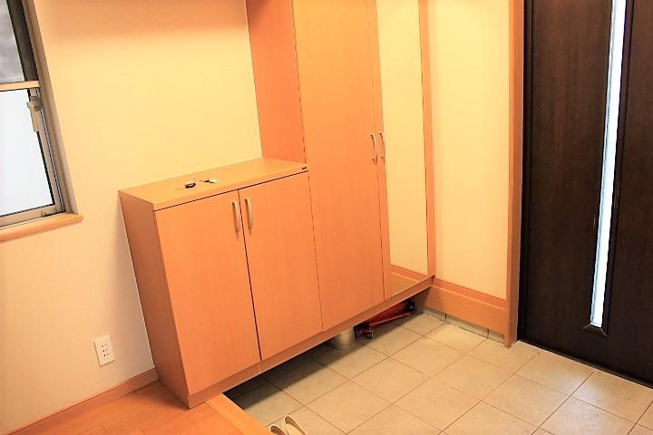 ゆとりある空間が特徴の玄関 シューズボックス付きです