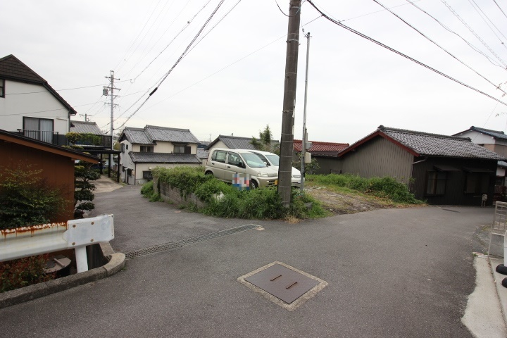 鬼崎南小学校が徒歩5分の立地です。6年間通う小学校が近いのは安心ですね。