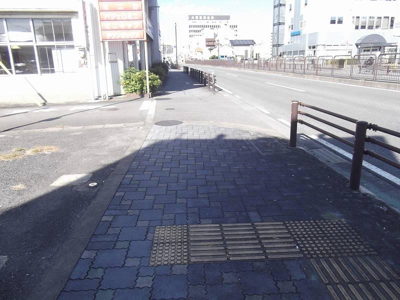 物件東側の歩道(258号線) 南から北に向かって撮影