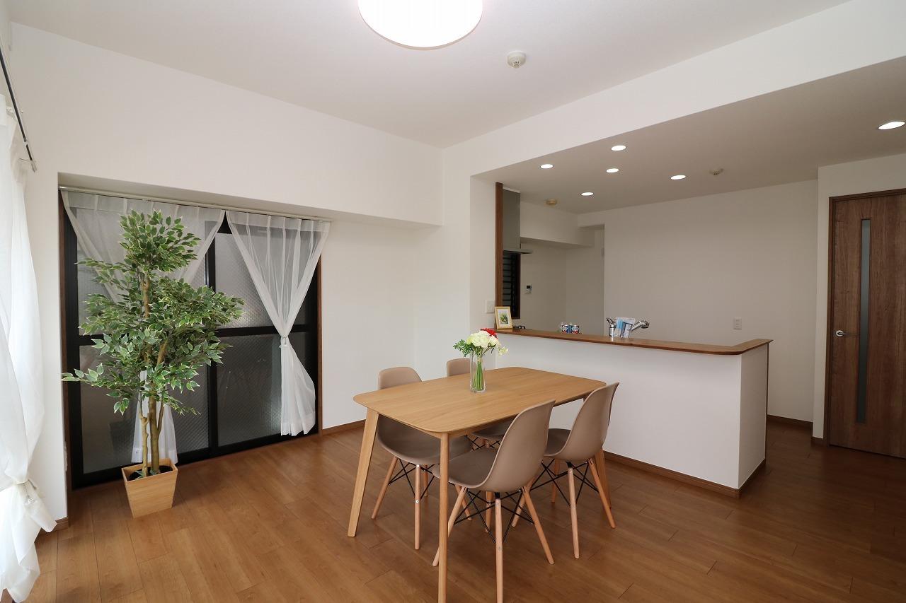 クロスや床も貼替済。 照明器具・家具小物も価格に 含まれておりますのですぐに お住まい頂けます。