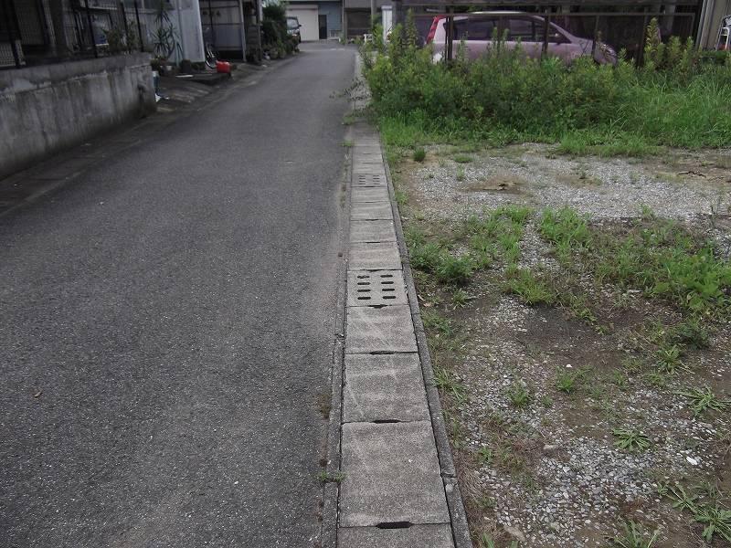 物件南側の道路 東側から撮影