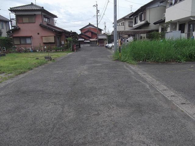 現地南側の道路を 東から西に向かって撮影