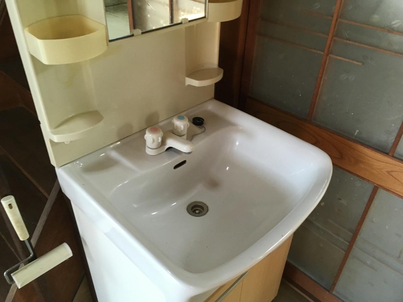 シンプルで使い勝手の良い洗面台です