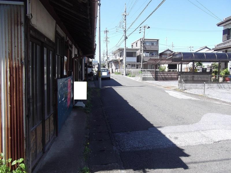 物件北側の道路 東から撮影