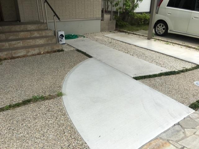 駐車場には2台駐車可能です