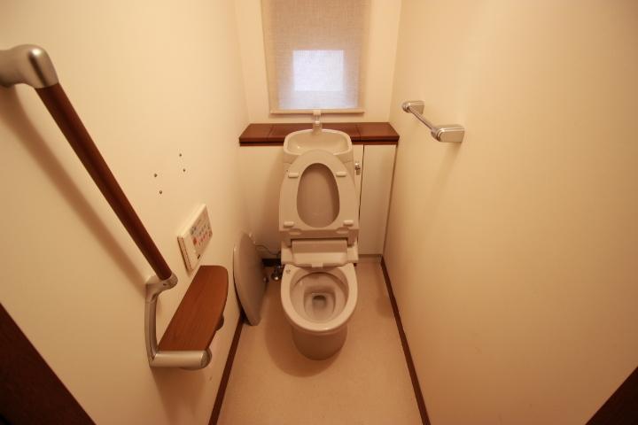 とても綺麗に使われています 換気もしっかりできるトイレです