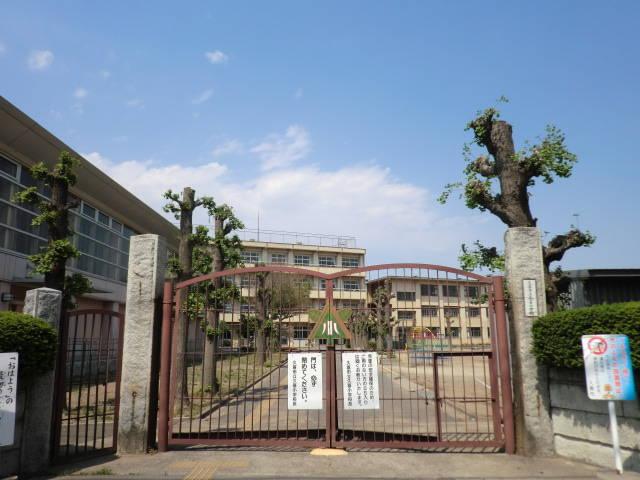 久喜小学校まで徒歩6分 久喜市本町3丁目 売り土地です。建築条件はありません。
