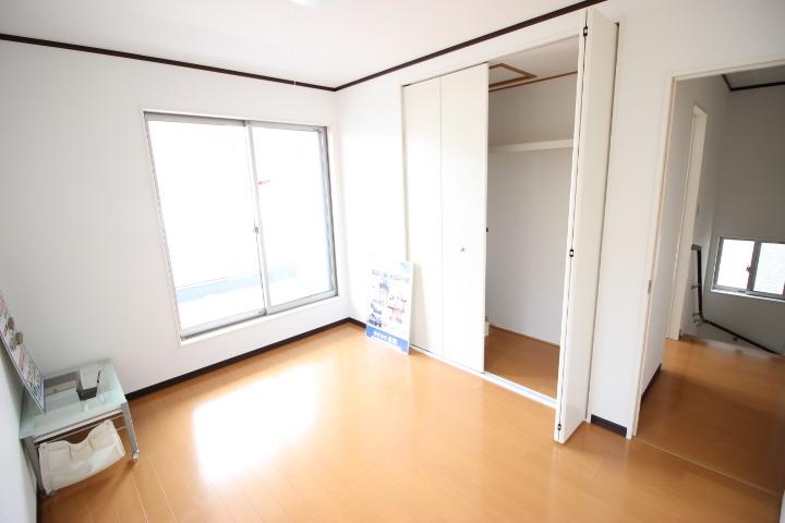 6畳洋室  整理整頓に便利なクローゼット付きだから、ゆったりと使えそうですね