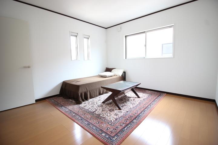 8畳洋室  ウォークインクローゼットがついた8畳洋室は、寝室として使用してもいいですね