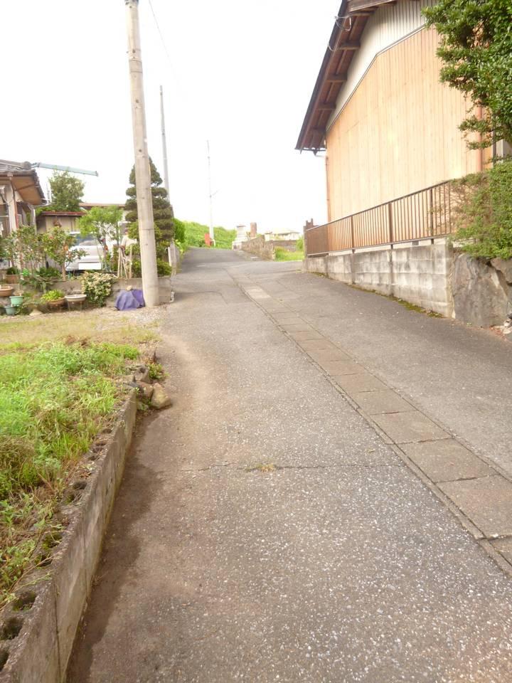 南から前面道路写真