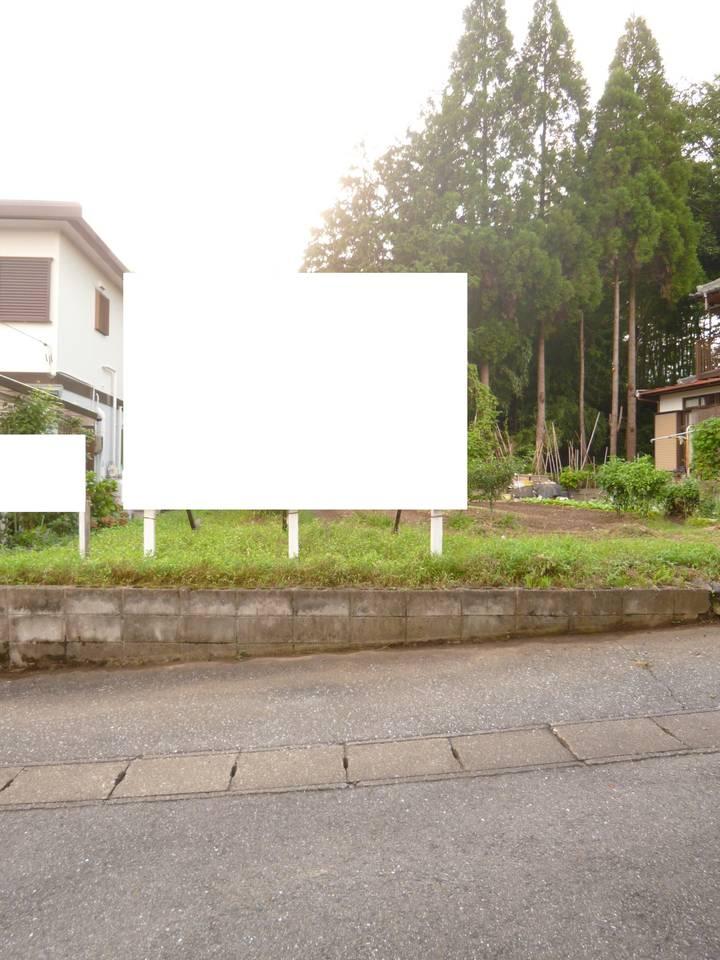 前面道路を含む物件正面写真