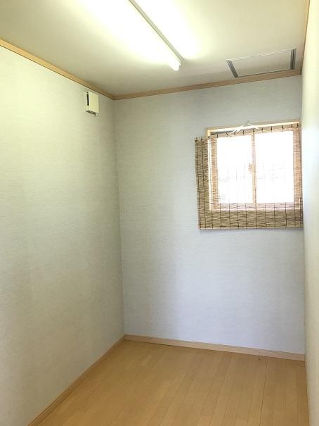 納戸は収納スペースとしてはもちろん、アトリエのような空間としても利用できます。