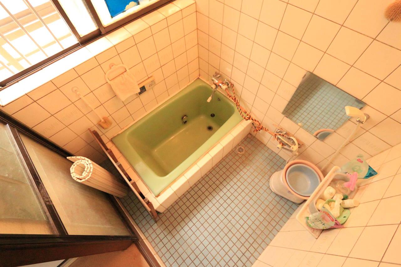 浴室にも窓があるので換気に便利です。