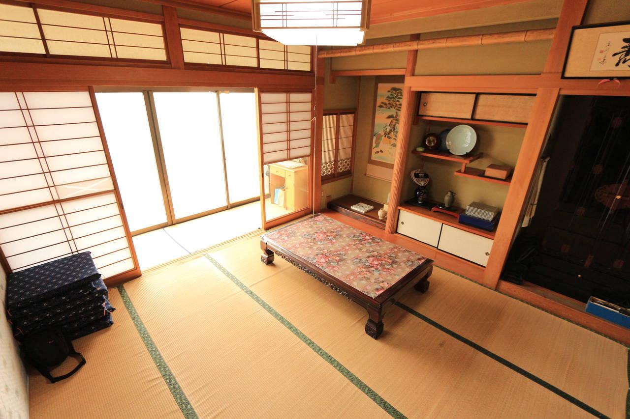 南からの光が入る和室。