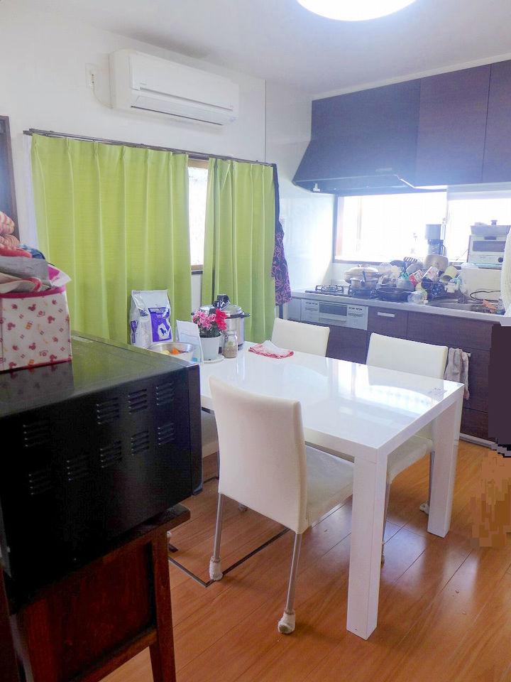 5.6帖のキッチンスペース♪。落ち着いた色のキッチンです♪。