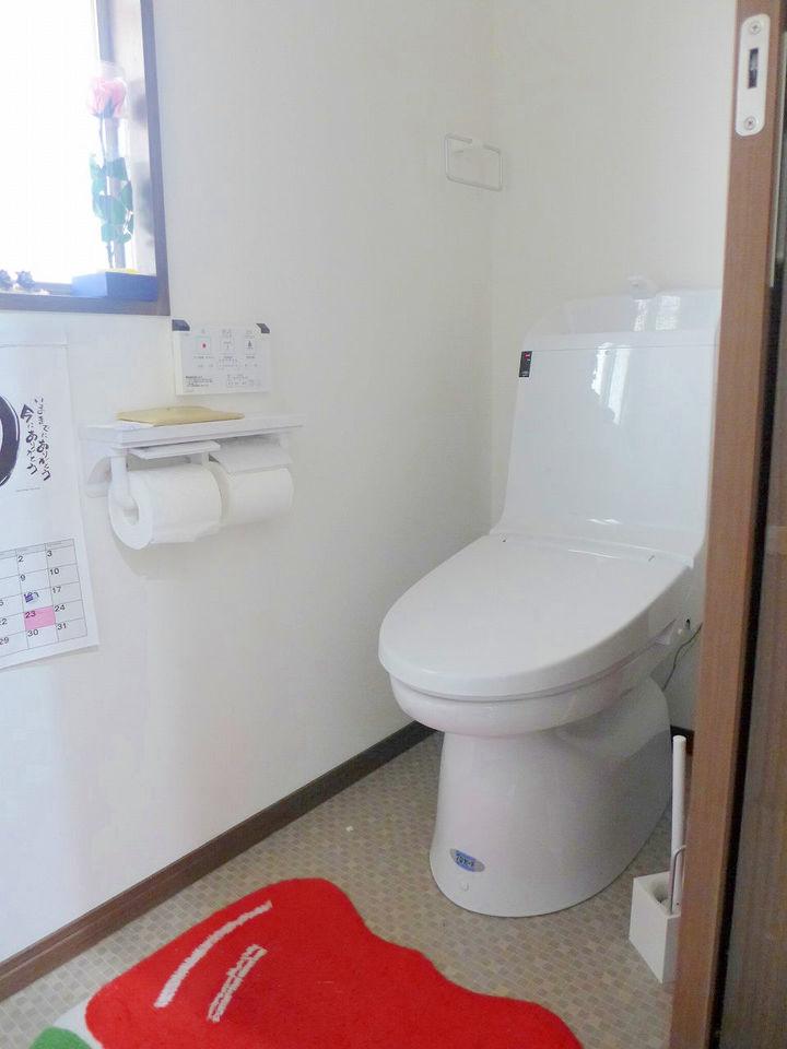 窓付の明るいトイレ♪。ウォシュレットついてます!!