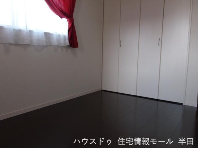 2階 6.5畳洋室 整理整頓に便利なクローゼットつきです