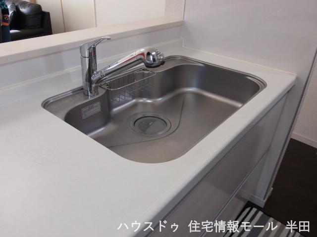 ゆったりとしたシンクはお鍋やフライパンも楽々洗えちゃいます