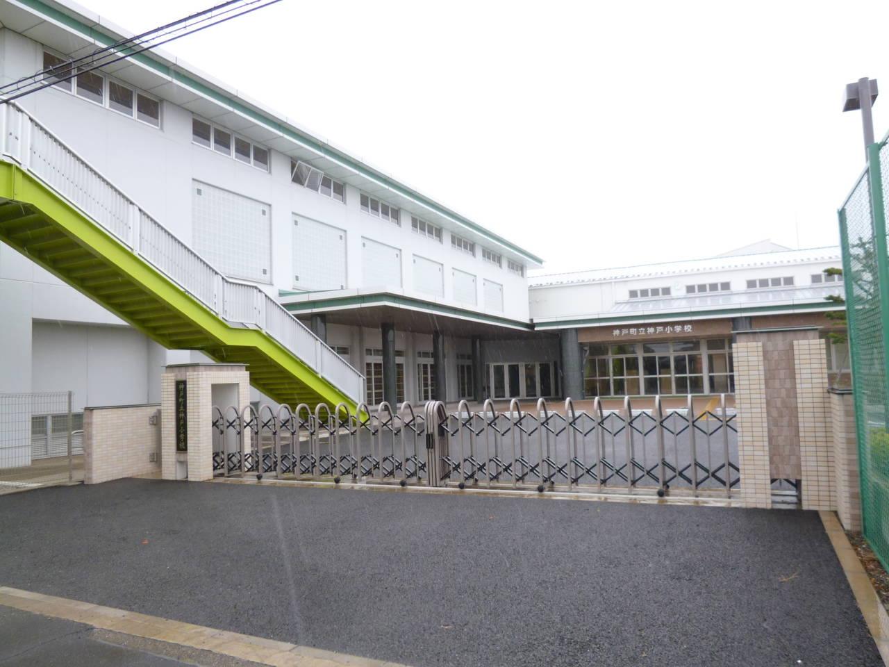 神戸小学校 徒歩1分/約12m