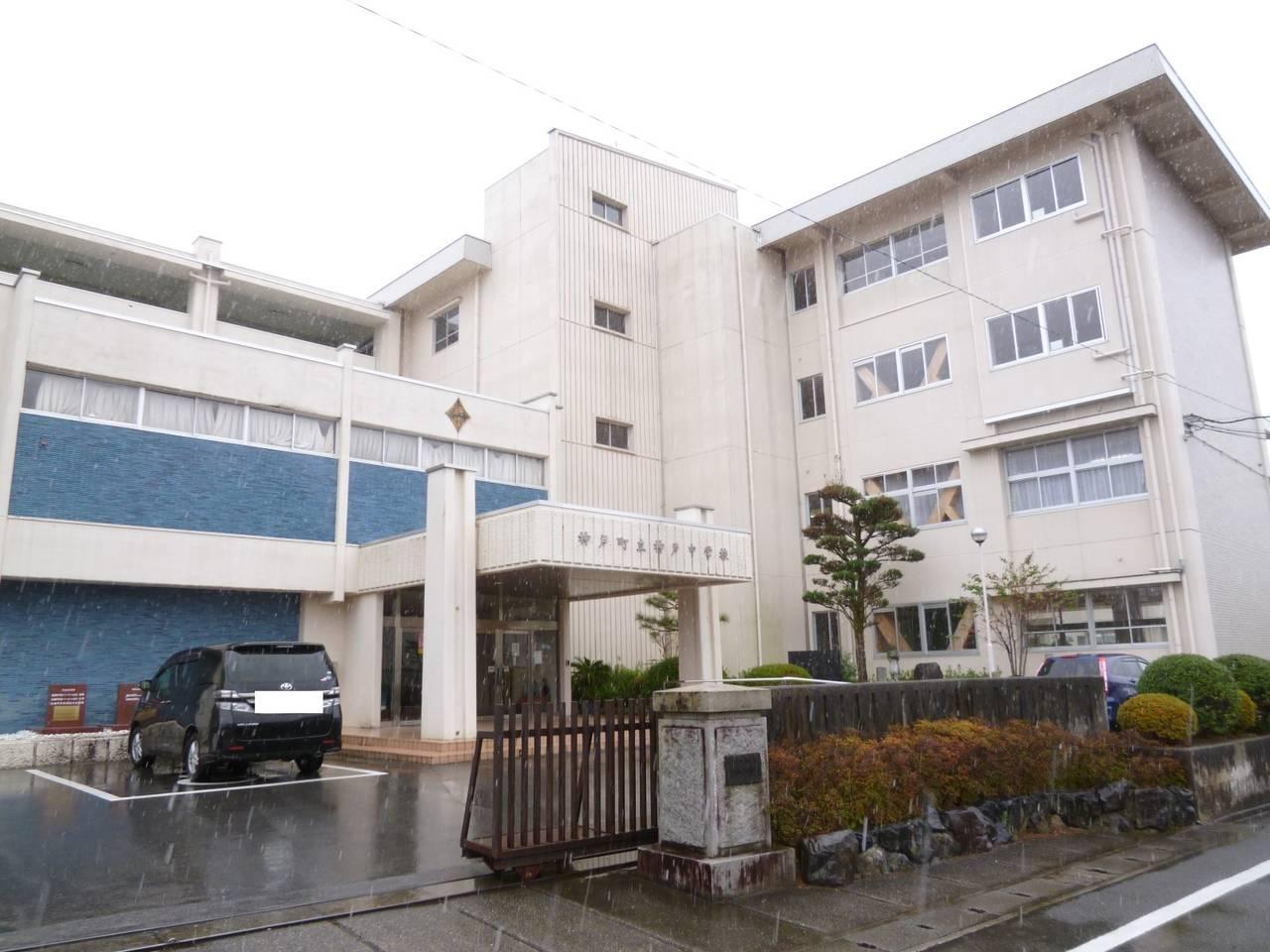 神戸中学校 徒歩1分/約25m