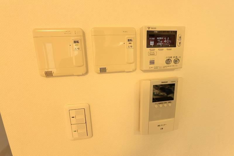 床暖房と自動湯沸かし器とカメラ付きインターフォン付き