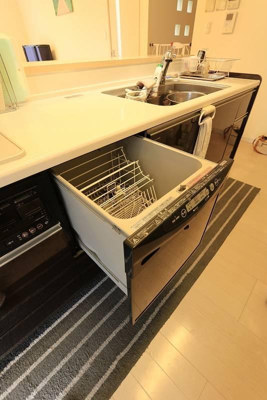 食器洗浄乾燥機付きのキッチンは忙しい奥様を手助け。