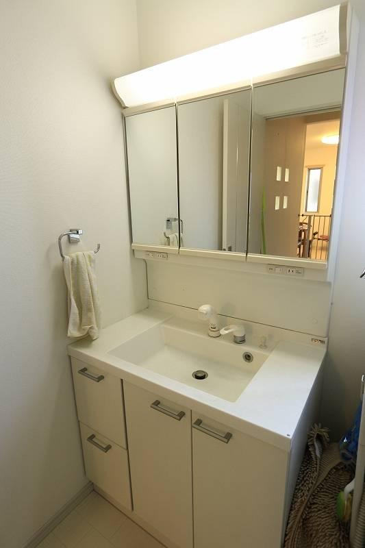 3面鏡洗面台
