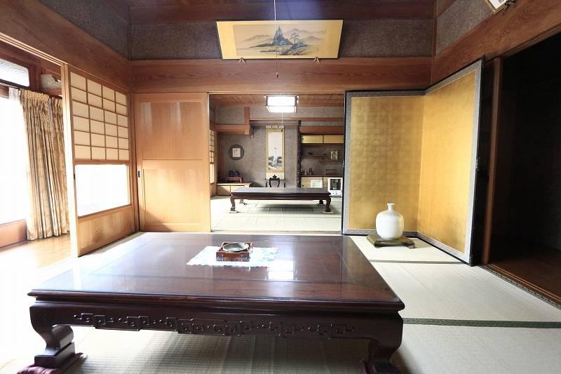 和室を2間繋げてお使い頂くと約16畳と広々。大勢のお客様をお迎えできます。