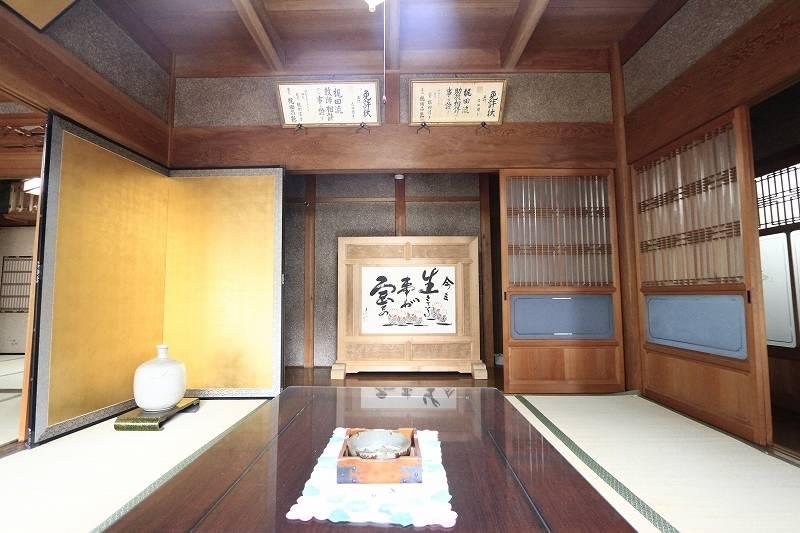 玄関近くの和室は客間として。