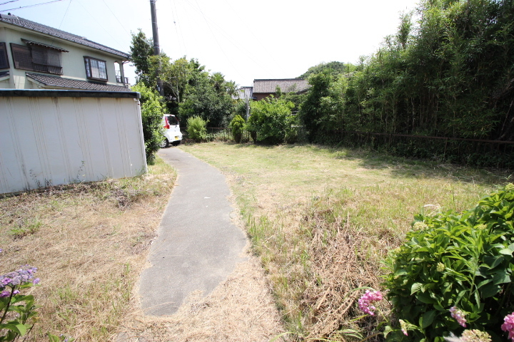 敷地103.99坪なので、お庭も開放感があります