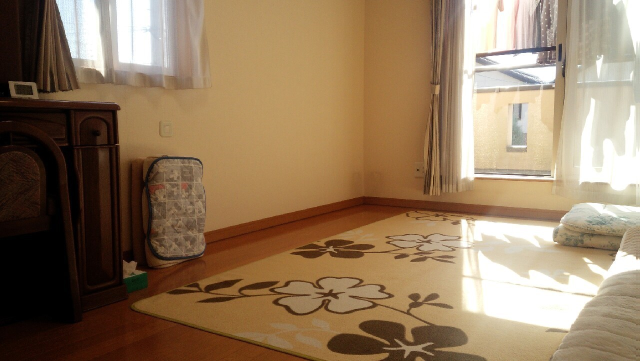 日当たり良好の2階洋室。気持ち良くお過ごし頂けます。