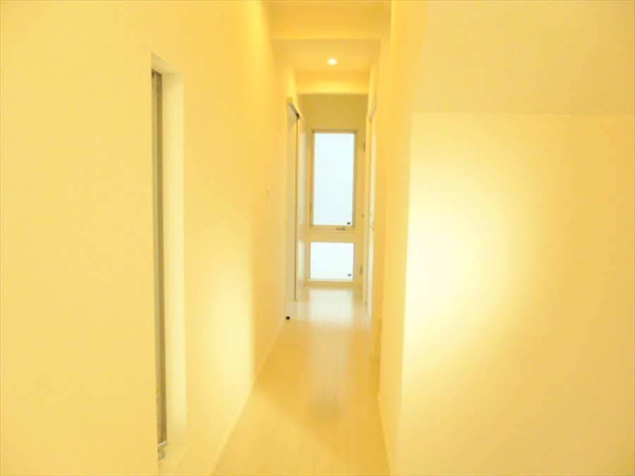 白を基調とした綺麗な廊下です!