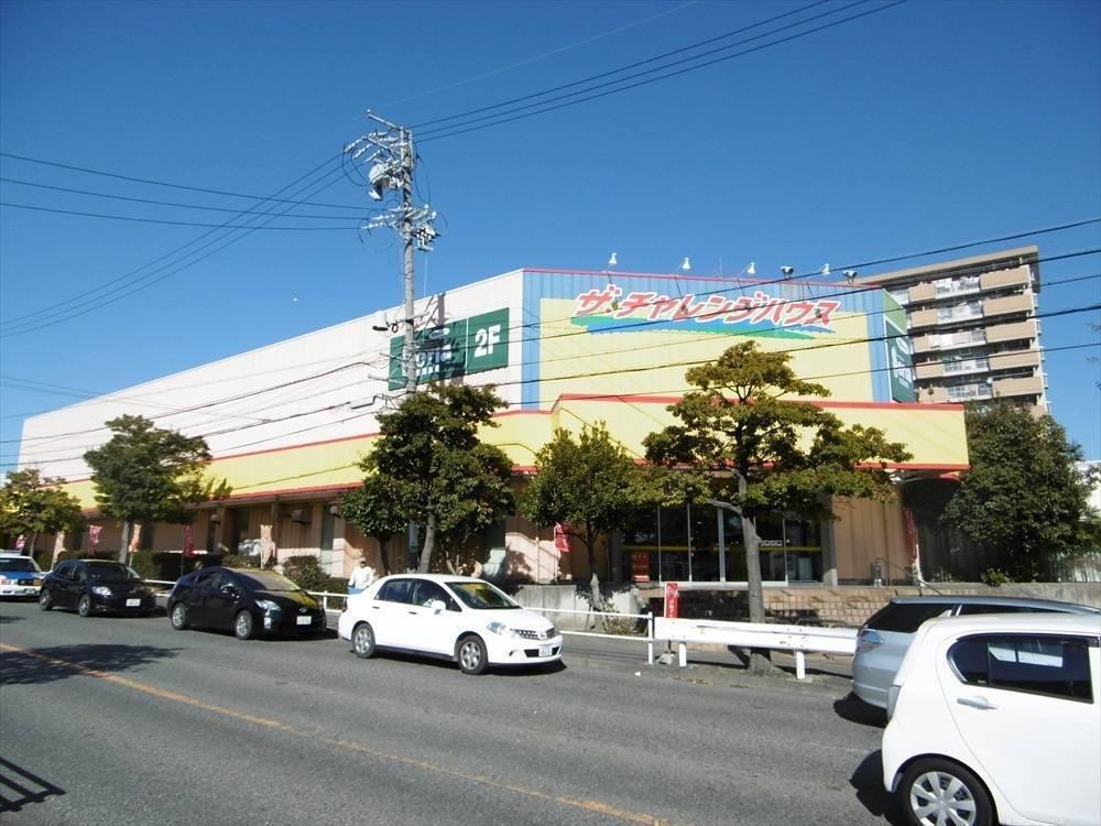 【スーパー】営業時間 10:00~21:00 クリーニング店、100円均一も店舗に入っていて便利です。