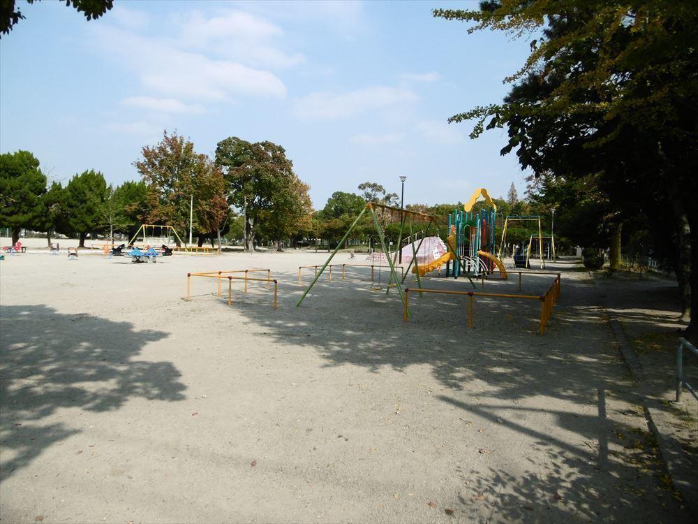 【公園】夏には盆踊りが行われていたり、天気のいい日には近くの保育園に通う子供達のお散歩コースになっていて人気の公園です◎