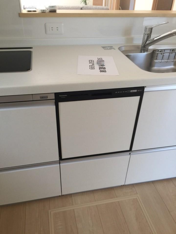 うれしい食器洗浄乾燥器付きのキッチンは、作業スペースも広く使いやすいです。