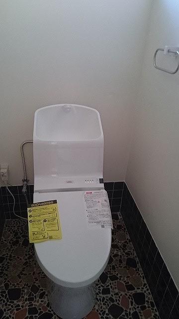 交換済みのトイレ。気持ち良くお使い頂けます。