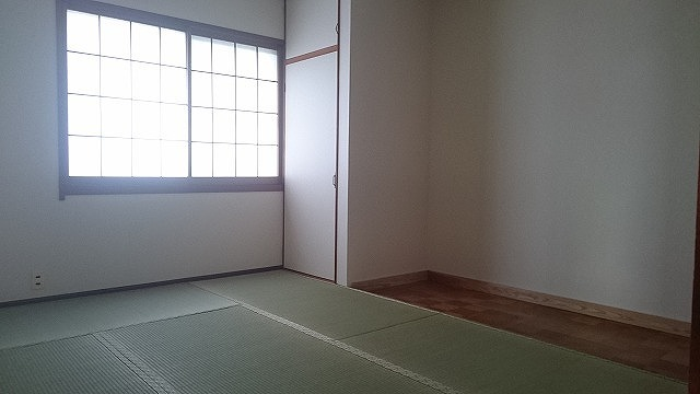 1階6畳の和室。和室は3室あり、用途に応じてお使い頂けます。