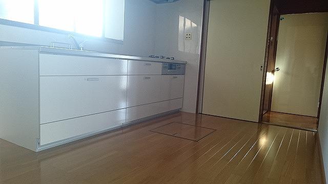 キッチンは洗面浴室に近く、家事効率の良い間取りです。